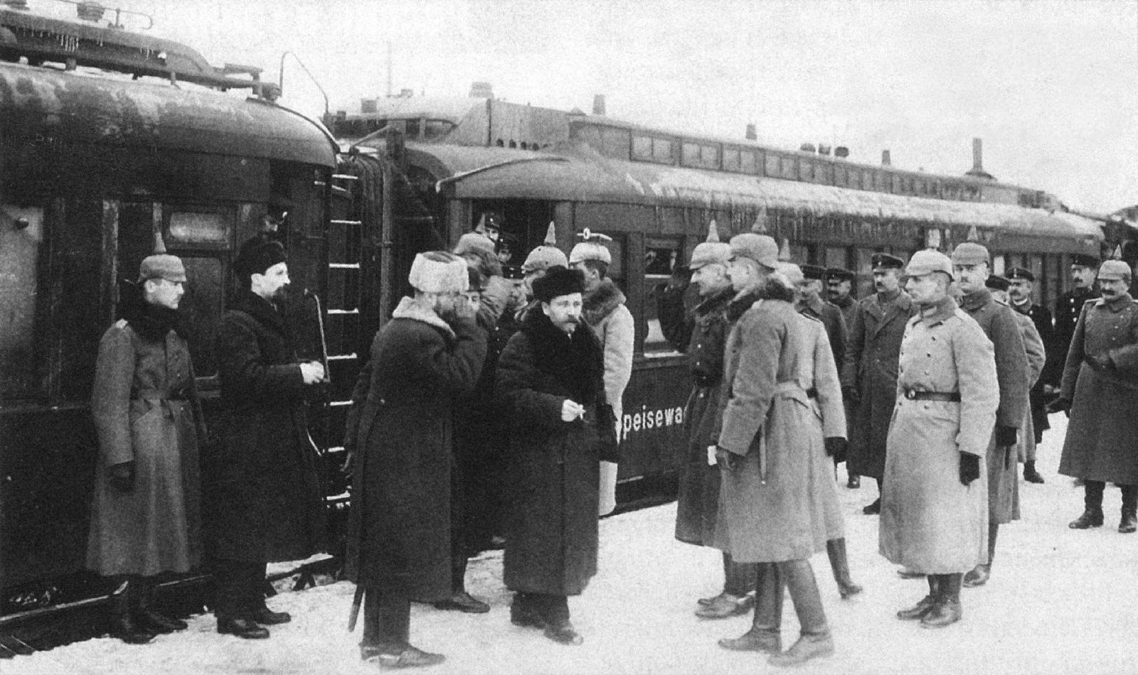 world war 1 contribution to the 1917 russian revolution Russian revolution – november 1917 following the march revolution, in november 1917 russia got the world's first communist government  world war two contact .
