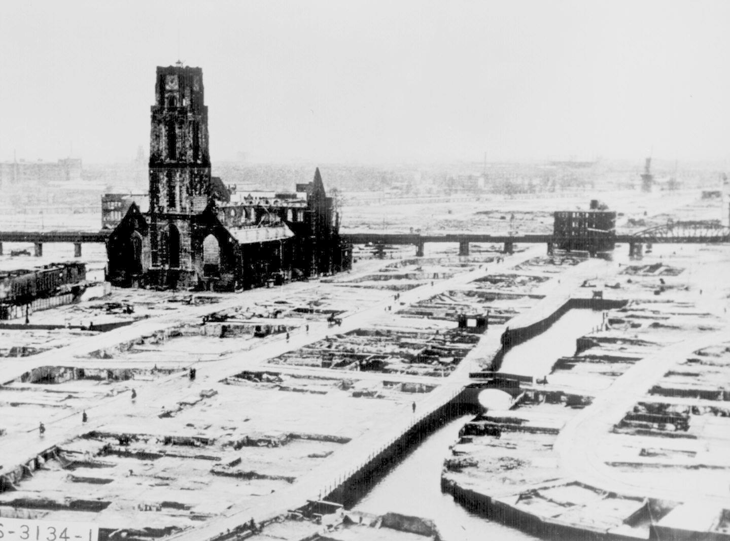 http://spiritualpilgrim.net/pictures/20_World-War-Two/NA_1945_Rotterdam-in-ruins.jpg